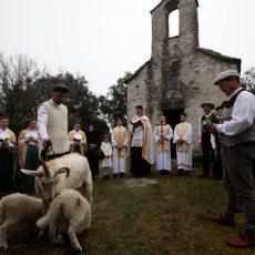 Terra Croatica – Bročko blogo: Sv. Juraj u Straževniku – Blagoslov poja